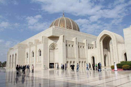 sultan-qaboos-grand-mosque-3228100_1280